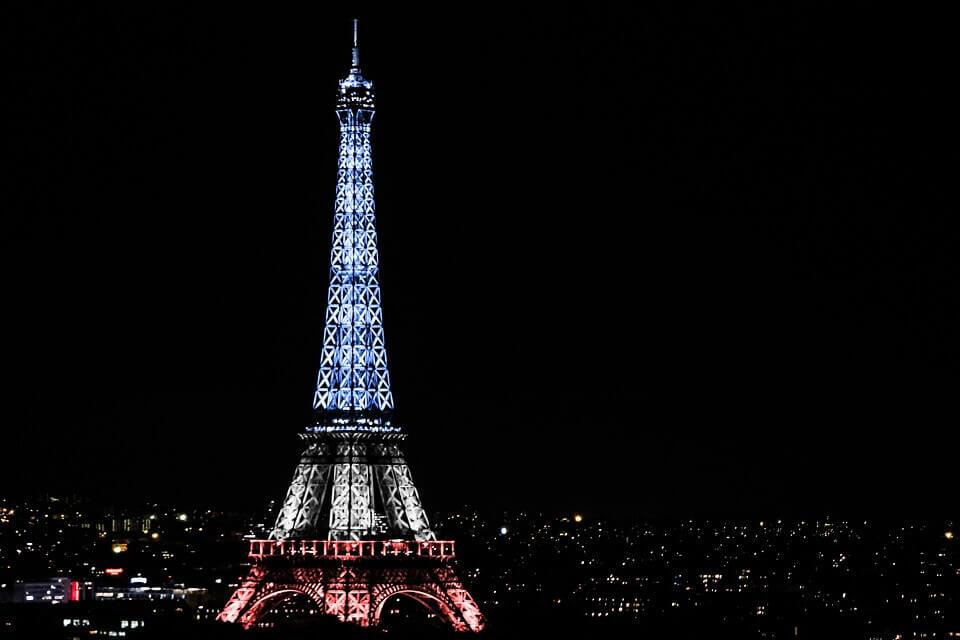 14 Julliet fête nationale française Tour Eiffel illuminé